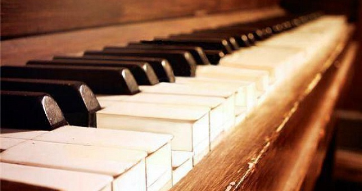 essay piano music Enin's essay examines the impact music has had on his intellectual and personal development my haven for solace in and away from home is in the world of composers.